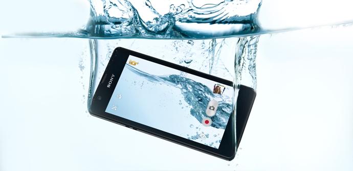 Sony-Xperia-ZR-underwater