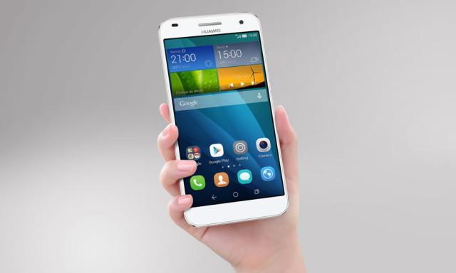 Phablet Huawei Ascend G7 en mano