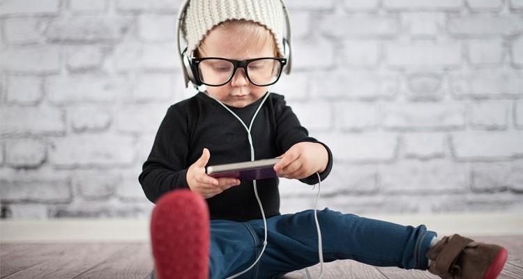 YouTube visionado por un niño