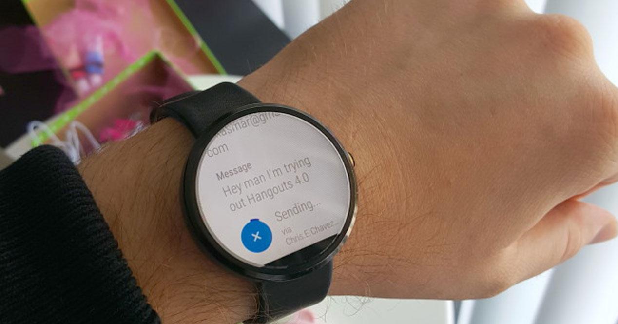 Uso de la aplicación Hangouts 4.0 en un reloj con Android Wear