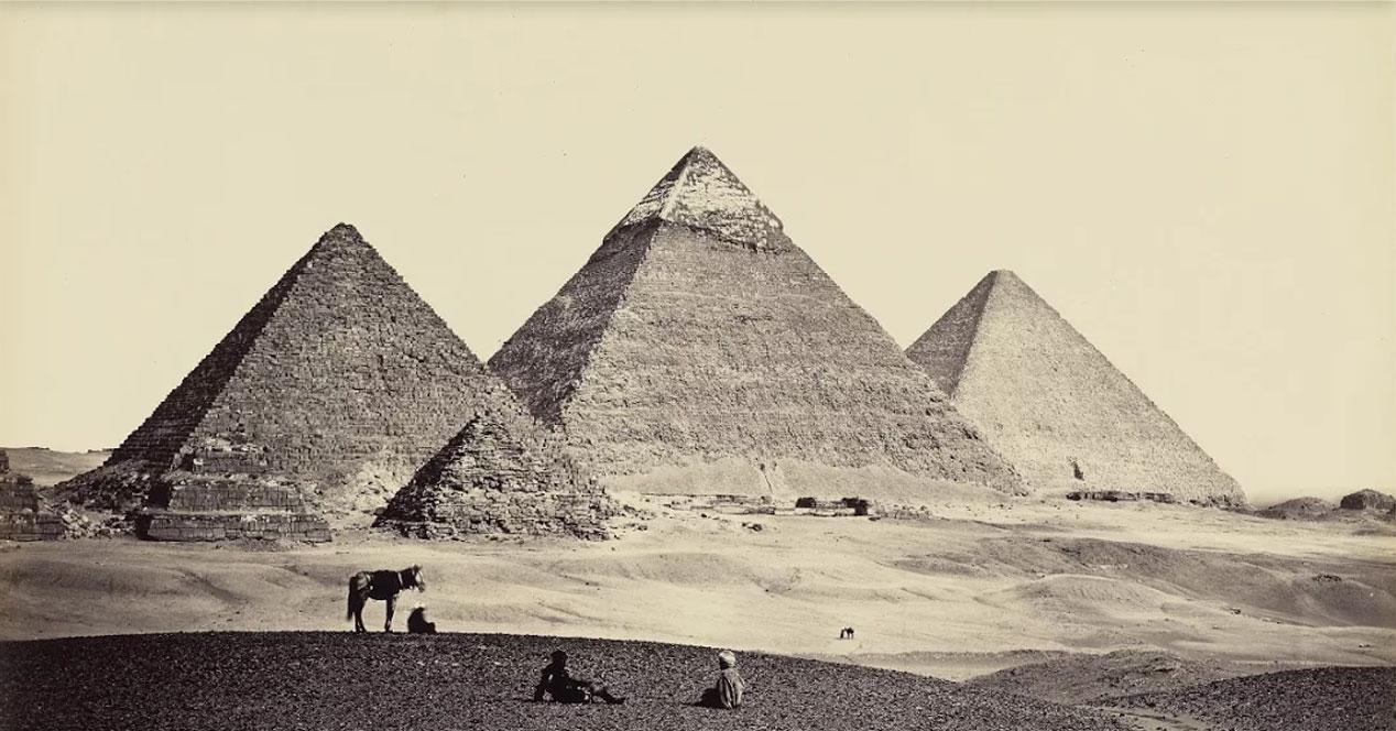 Imagen pirámidade Egipto en Google Arts & Culture