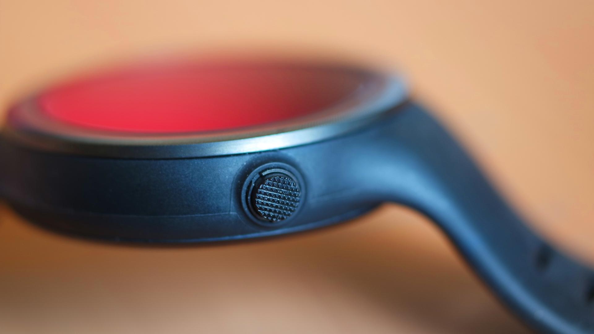 Botón hardware del Motorola Moto 360 Sport