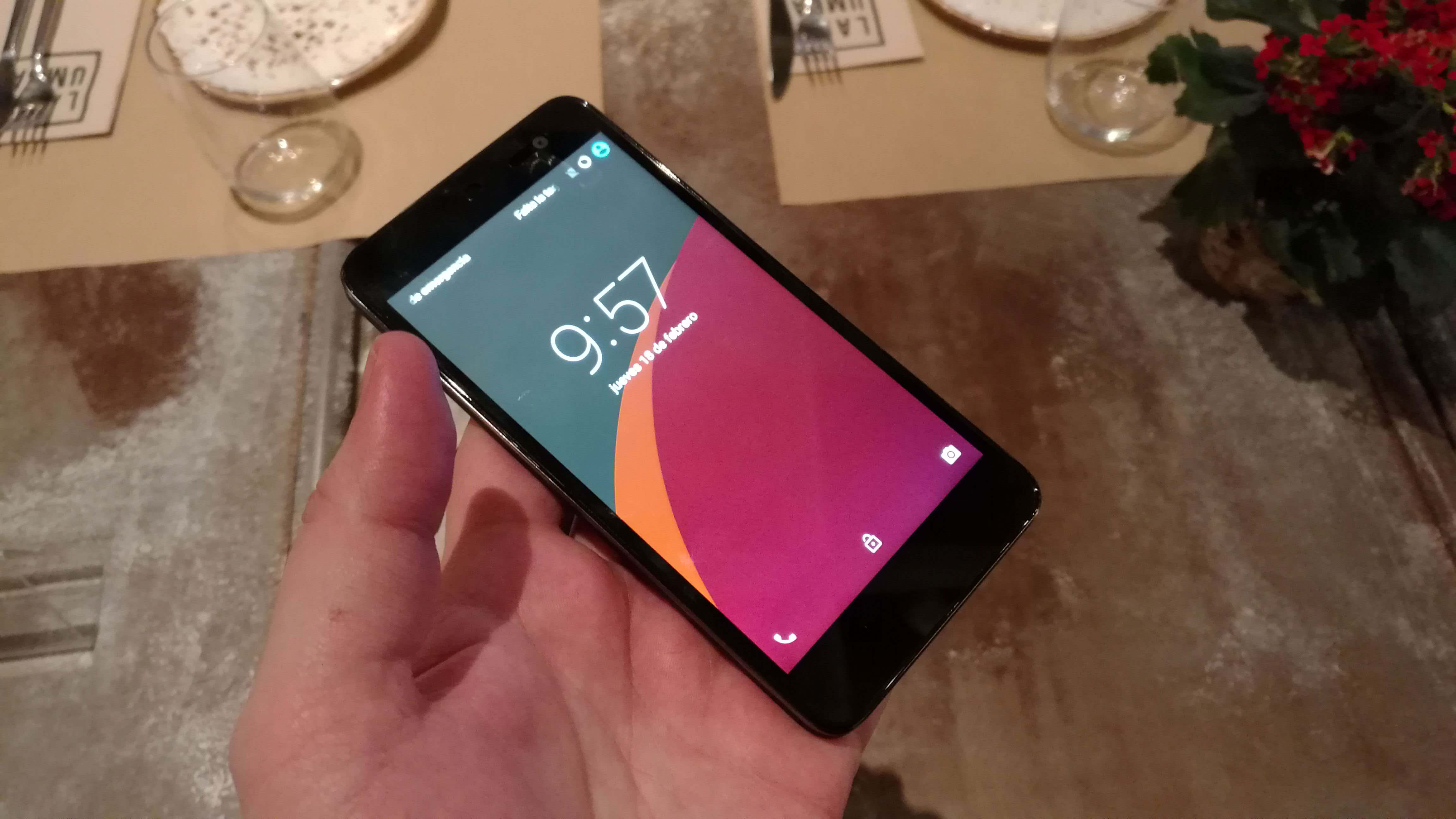 Teléfono WileyFox con sistema operativo Cyanogen OS