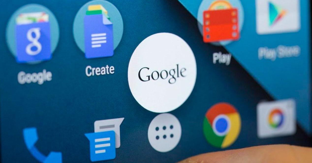 Logotipo de Google con aplicaciones detrás