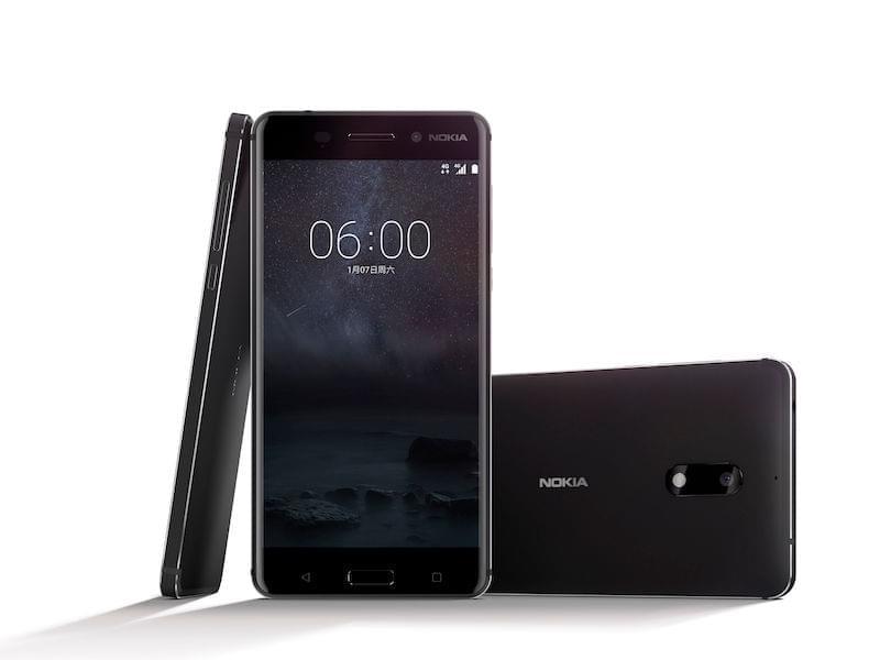 Imagen de un Nokia 6 en diferentes posiciones