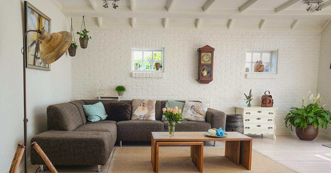 Estancia de una casa decorada